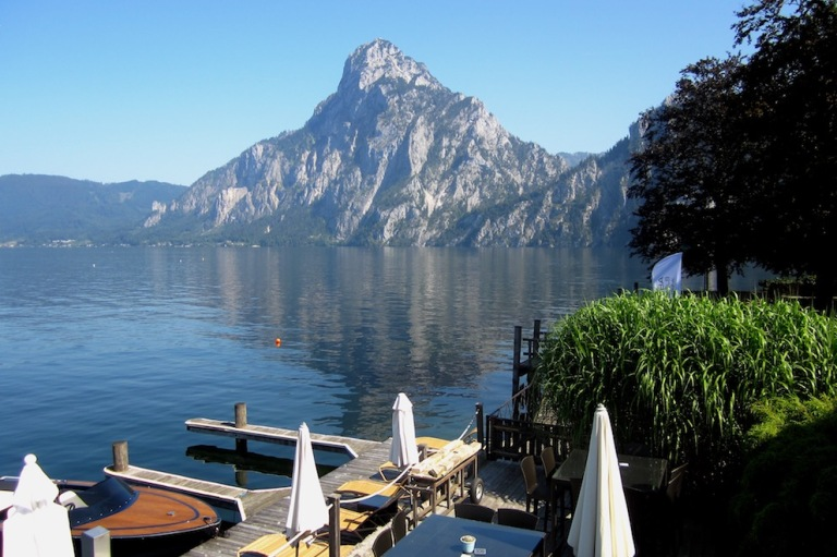 Restaurant Bootshouse is located right at the beautiful Traunsee